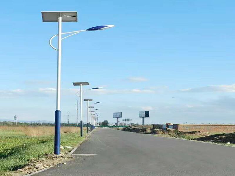 甘肅何工太陽能路燈.jpg