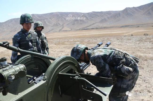 我新疆某部队双35高炮平射哒哒冒火 新闻资讯-山东鼎航模型有限公司