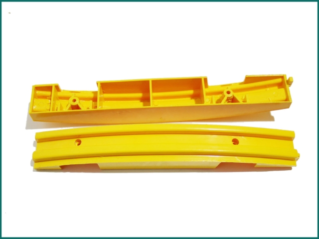 Schindler escalator yellow strip SCS319903.jpg