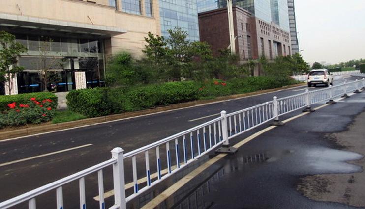 广西道路护栏 市政栏杆-广西众展金属制品有限公司