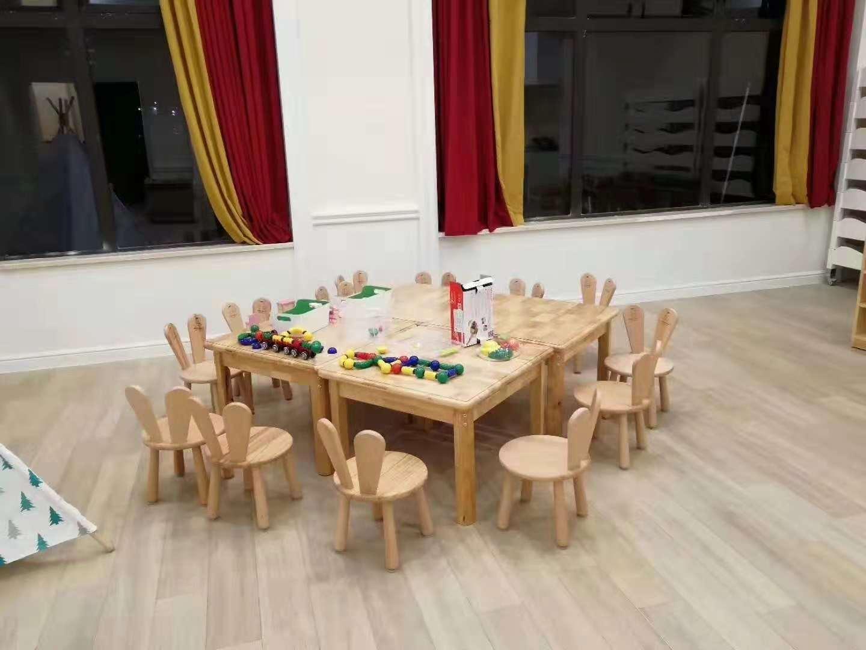 客户桌椅.jpg