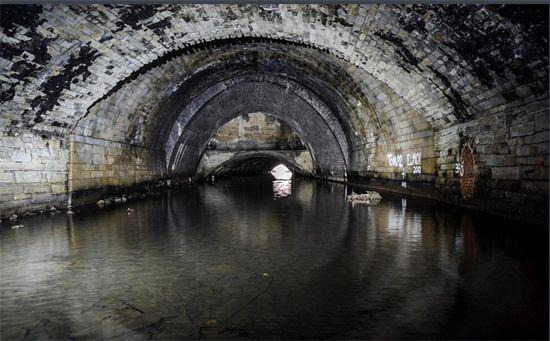 英国地下水道.jpg