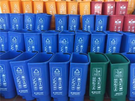 在厦门塑料桶,垃圾桶乱放,一生遭人嫌|新闻中心-厦门市同安区晶晶丰容器加工厂