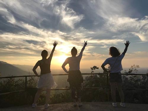 體能訓練—山頂看日落|員工活動-西安亞遊集團電子科技有限公司