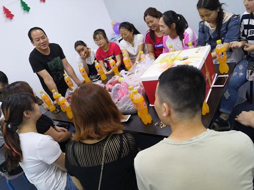 員工生日—生日快樂|員工活動-西安亞遊集團電子科技有限公司