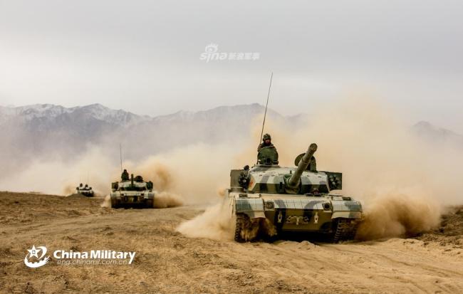 铁骑席卷祁连山!我陆军战术演练96A坦克纵横戈壁|新闻资讯-山东鼎航模型有限公司