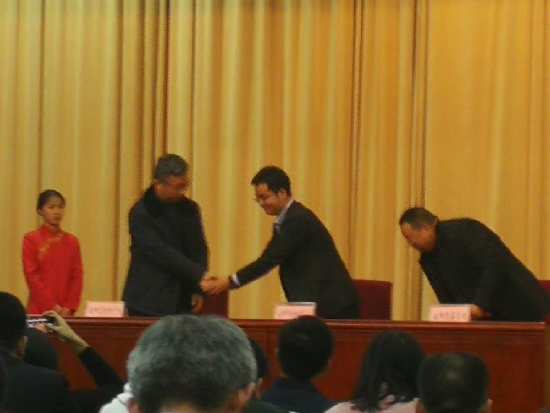 南陽富新特光電科技 與南陽中關村協同創業投資項目簽約儀式