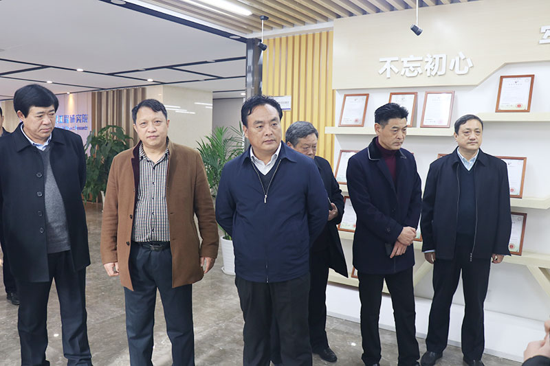 12月3日至4日,董事长郭戈陪同淅川县委书记卢捍卫