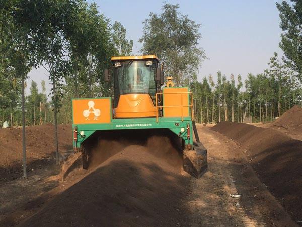 堆肥发酵翻堆机-2300履带式翻堆机