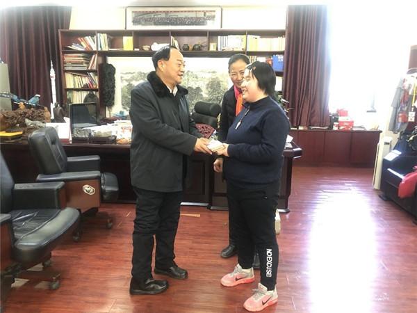 卢超董事长助力盲女圆高校艺术梦