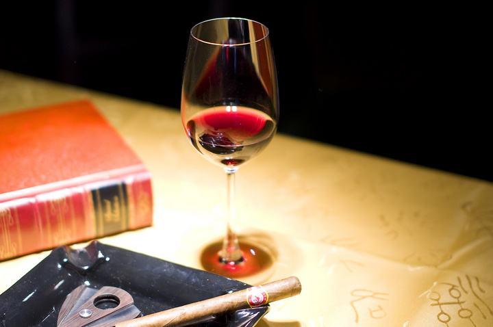 葡萄酒的三类香气分别指什么?