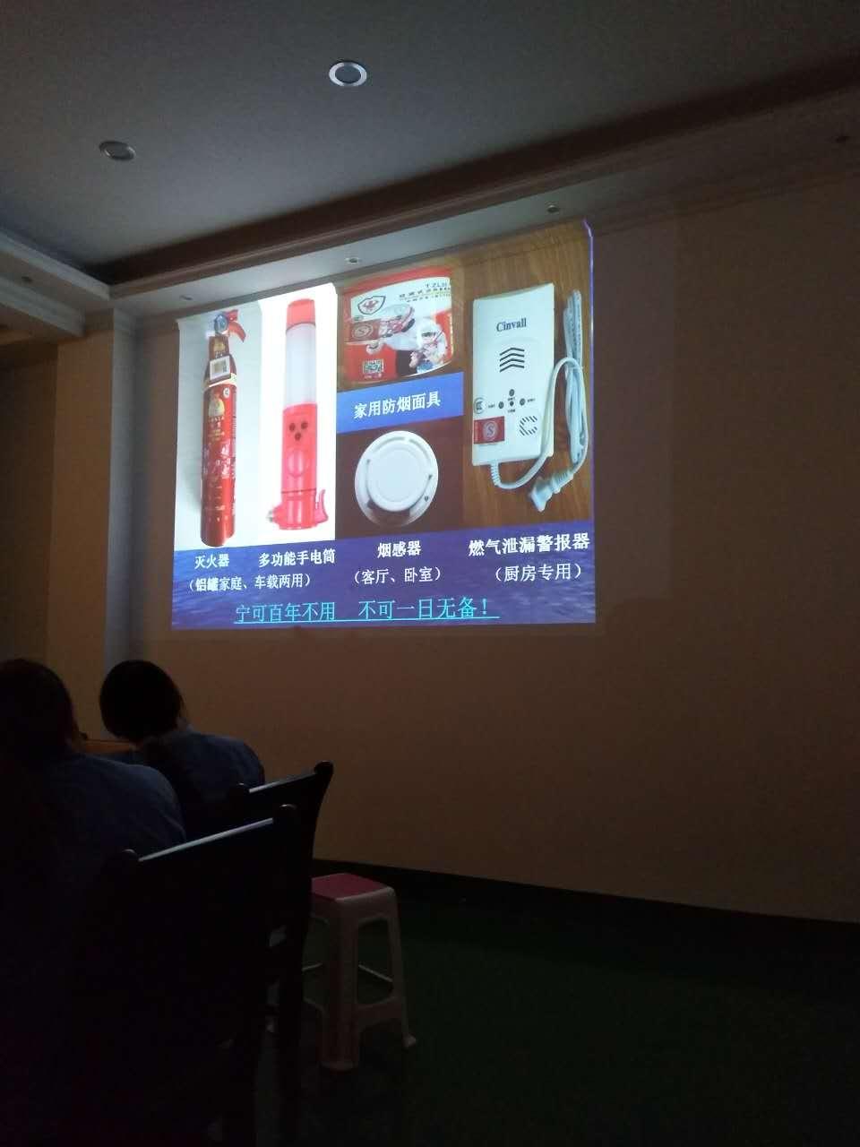 河南省政安防火中心李教官来司进行消防培训并指导员工进行灭火器使用的演练