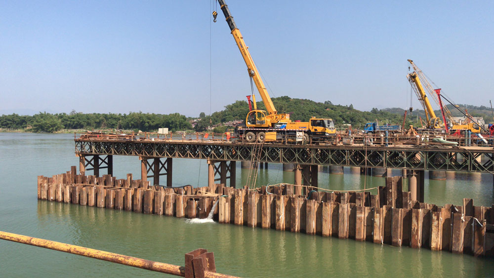 中铁北京工程局第1工程有限公司国省干线联十一线龙文段项目钢板桩围堰施工工程