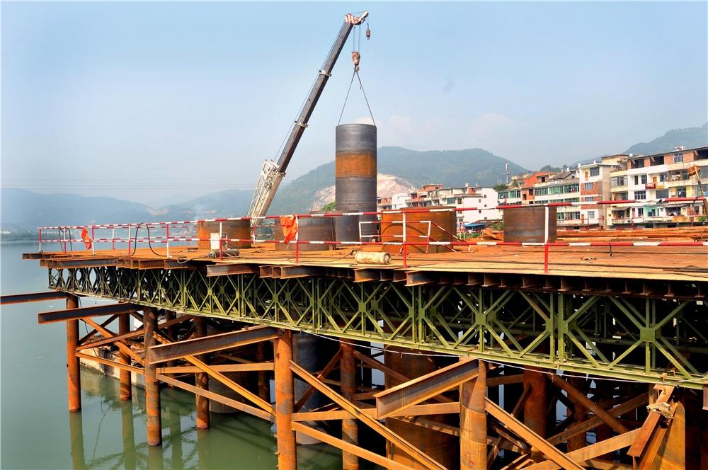 中铁十局向莆铁路沙溪特大桥钢栈桥施工工程