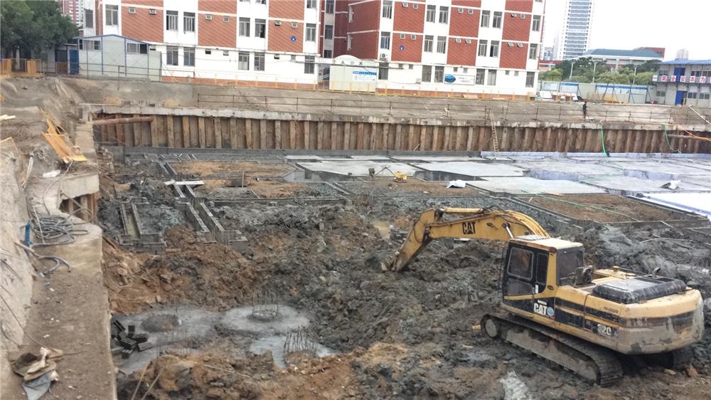 泉发建设泉州第十一中学钢板桩施工工程