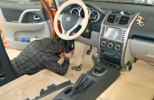 汽车铺地板
