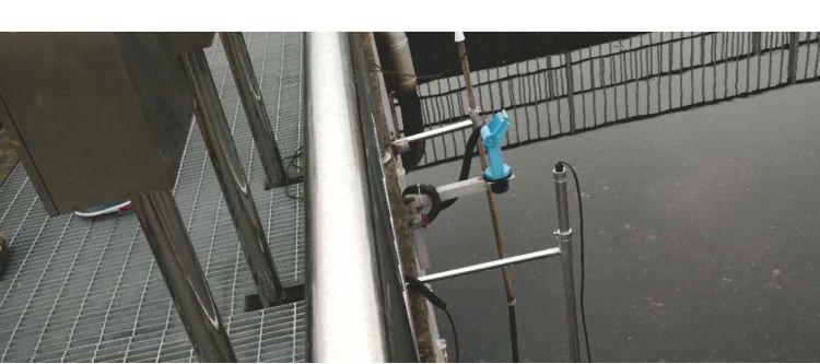 悬挑式安装支架