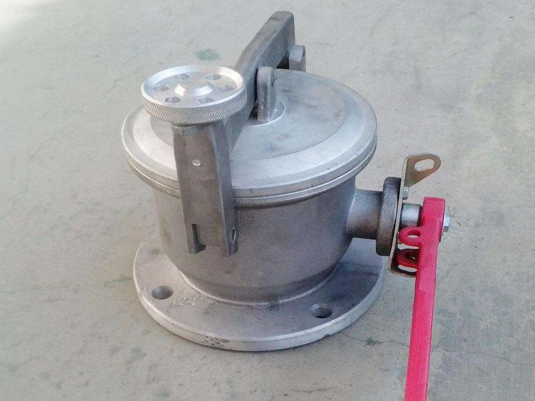 旋转式带锁量油器