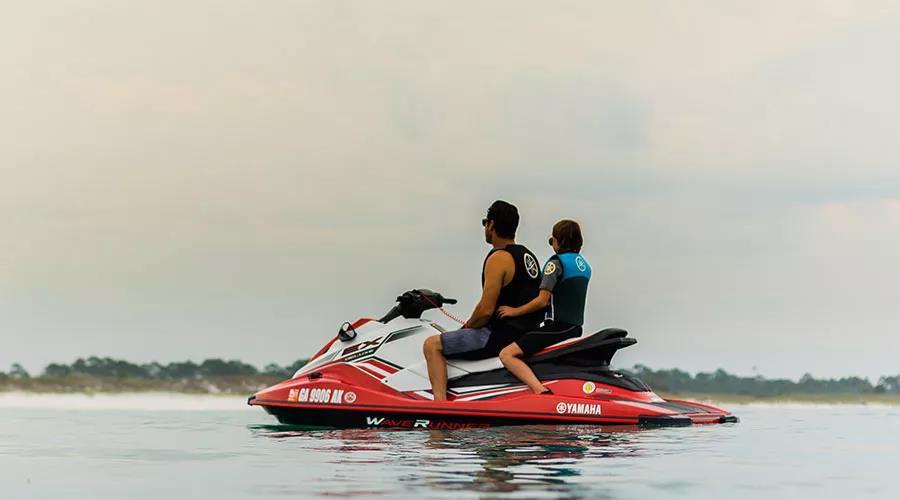 雅马哈摩托艇