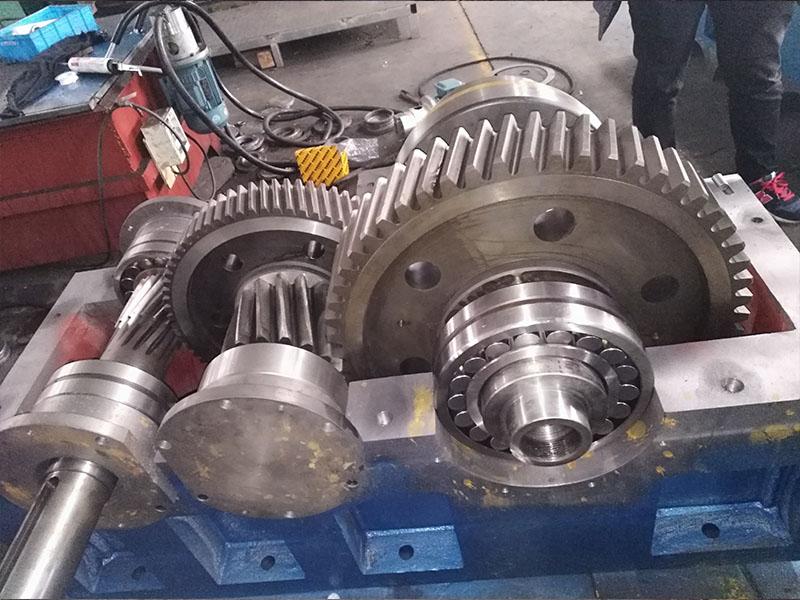 硬齿面齿轮箱ZLYJ450