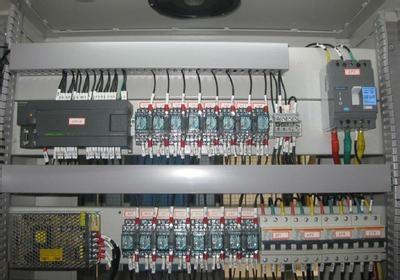 电控柜风机和水泵安装