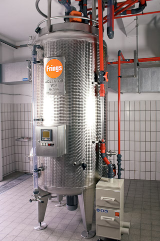 vinegar fermentation tank