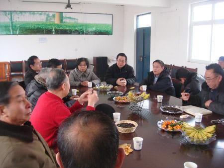 河南省中医药协会多位专家到我公司参观并开会讨论公司现阶段面临的问题