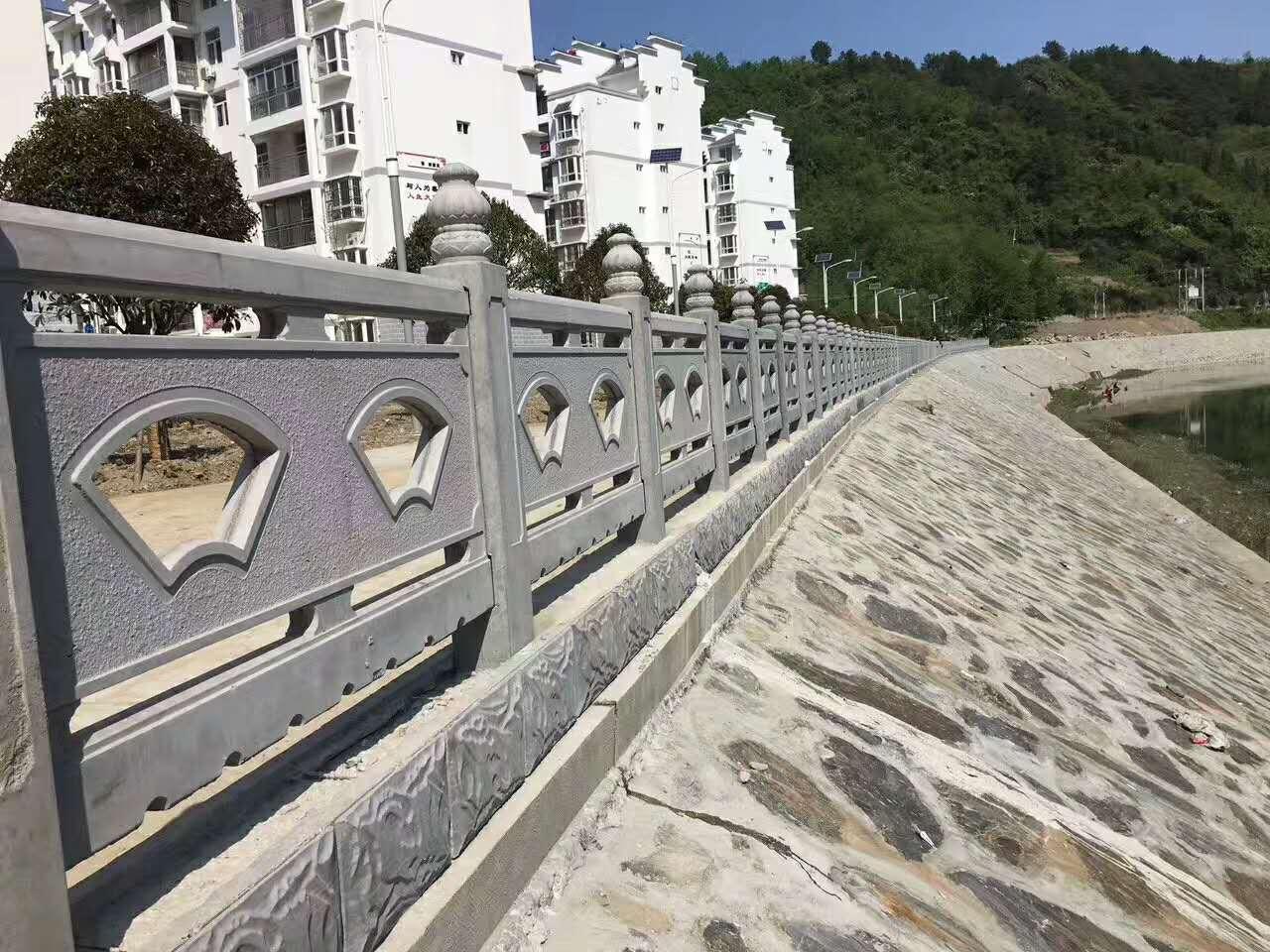 白银仿石围栏