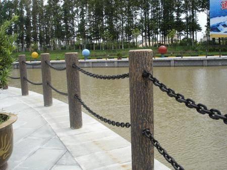 水泥仿树皮护栏价格