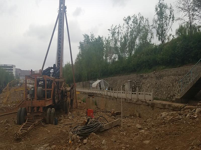 青海地質勘查與開發