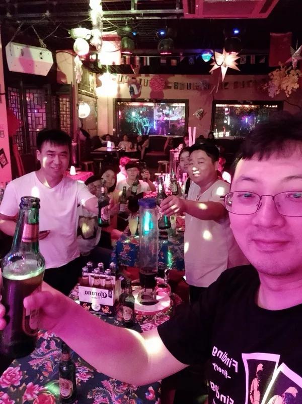 聚眸光学销售部团建活动 —— 台儿庄古城