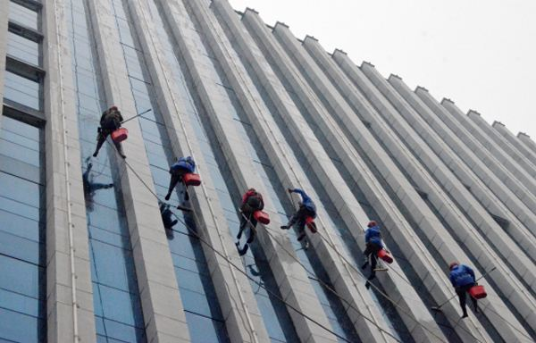 外墻清洗,保障工人安全是首要目的-海拉爾外墻清洗公司