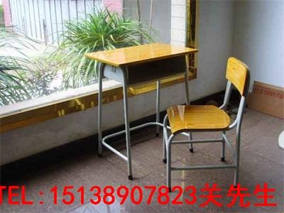 信阳学校课桌椅