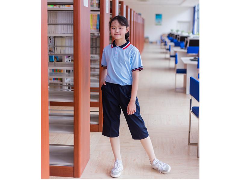 中学生校服