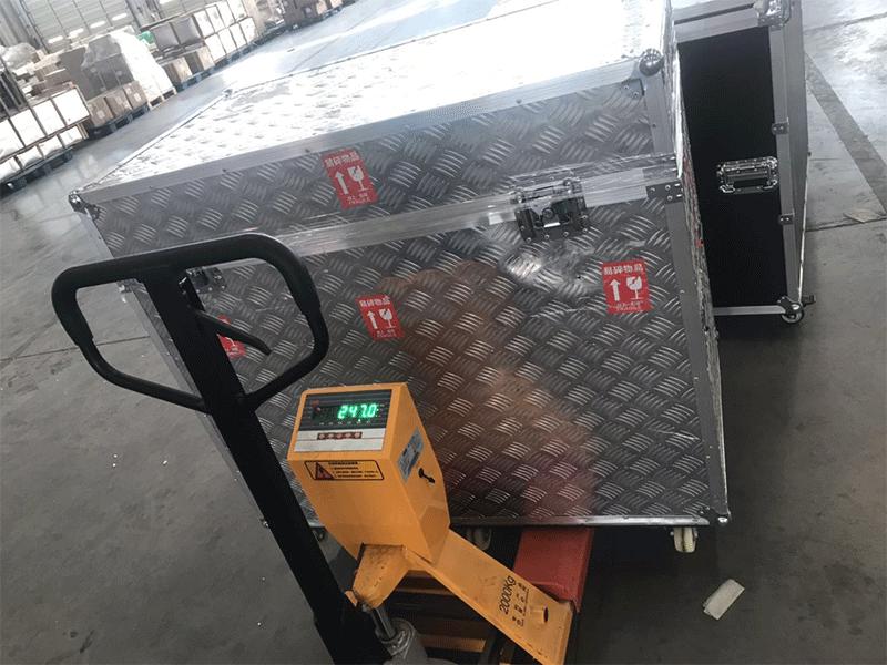 航空箱包装