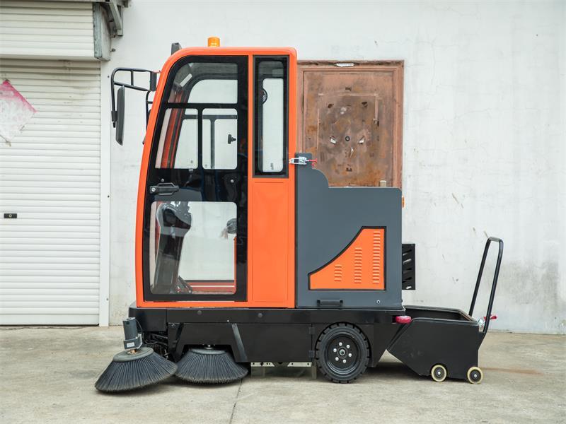 SYS-1800全封闭驾驶式扫地车