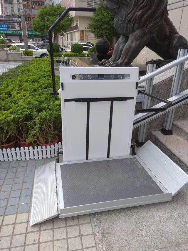 斜挂式残疾人升降机