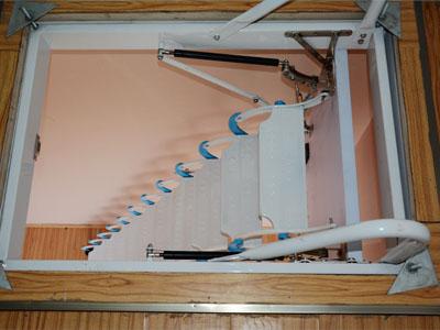 阁楼伸缩楼梯的合理安排非常重要