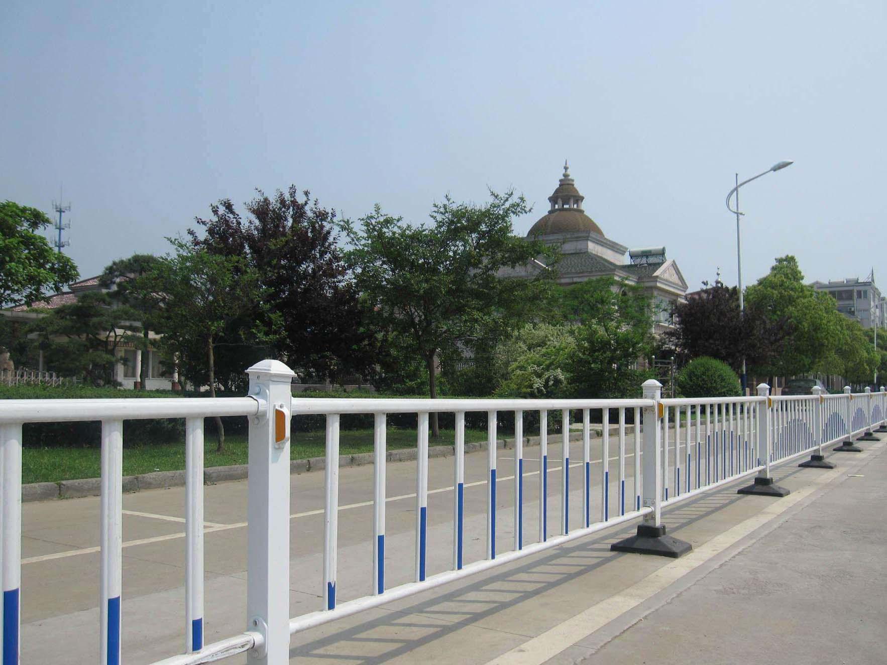 西宁锌钢护栏