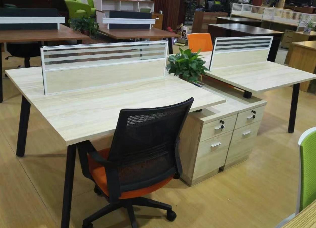 新鄉帶鋼架的辦公桌