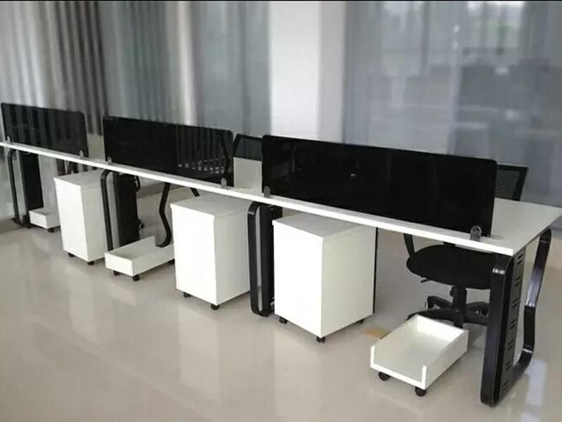 鶴壁帶隔斷的辦公桌