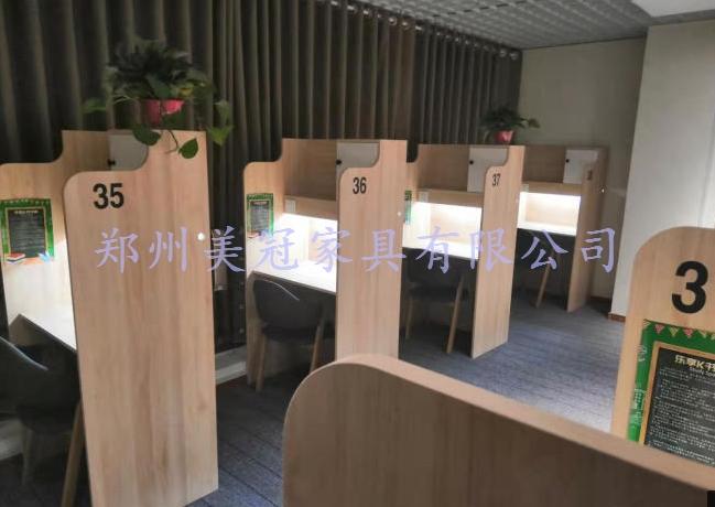 鄭州備考自習室桌子