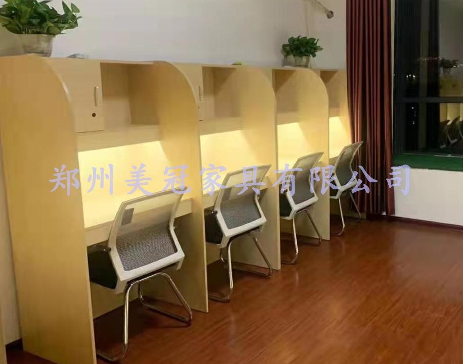 鄭州大學生自習室桌子