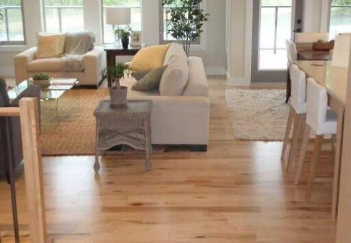 木地板的铺设方向