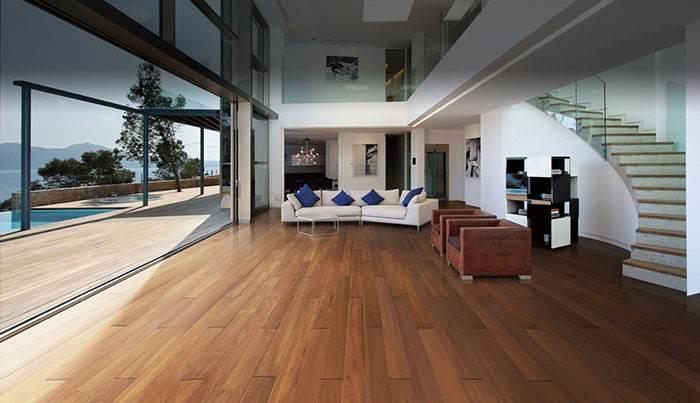 地板颜色发深发黑色是不是质量问题?