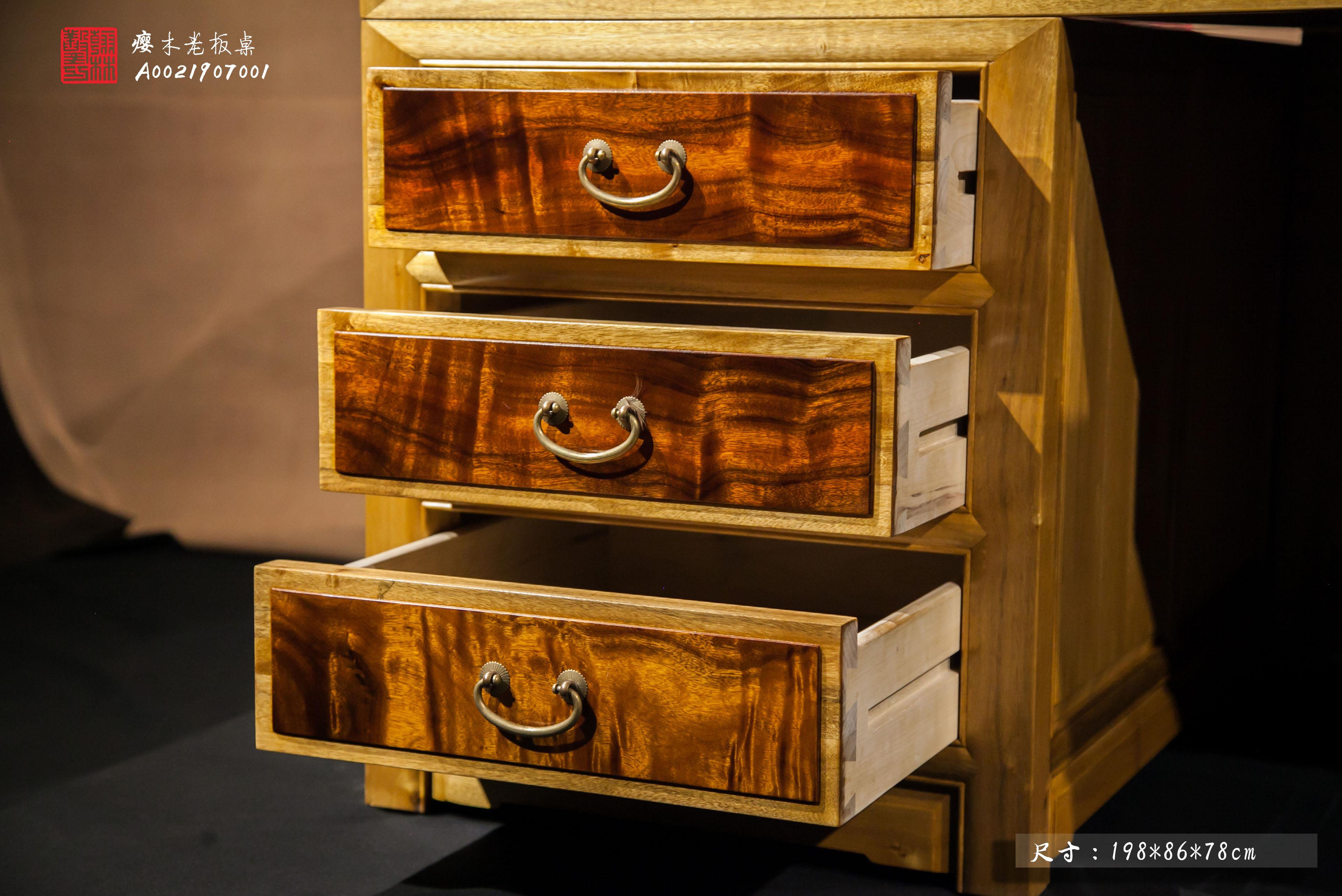 金丝楠木桌子