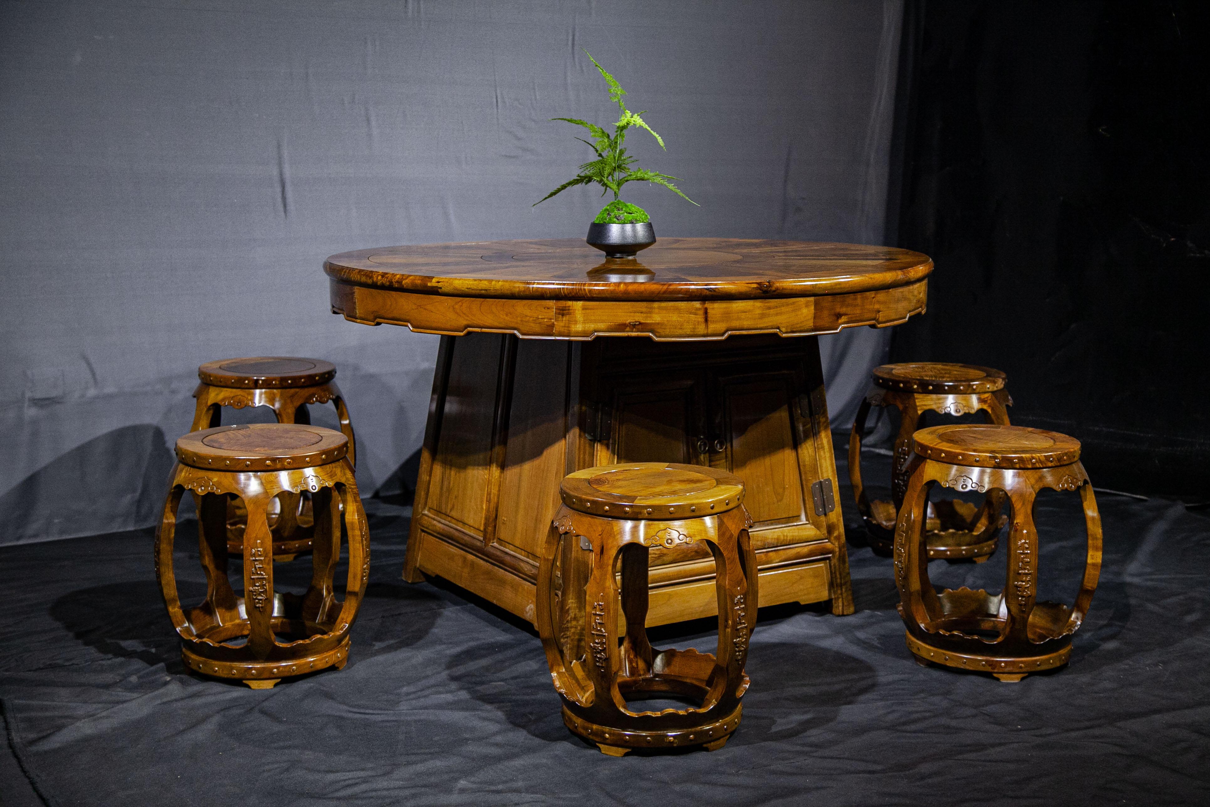 金絲楠木餐桌
