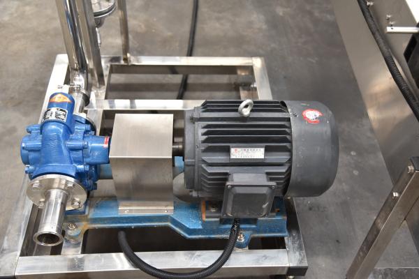 润滑油灌装机