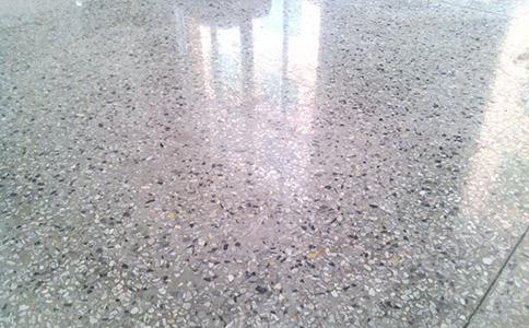 水磨石地麵固化怎麽做