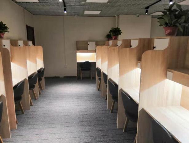 湖北考研自習室桌子